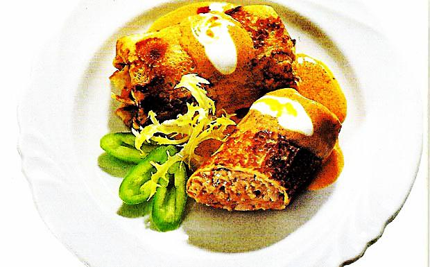 Hortobagyi pancakes - Meat pancakes with paprika sauce