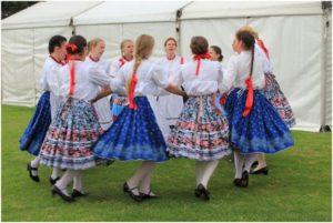 Kaláris Dance Group: Girls' dance from Magyarbőd