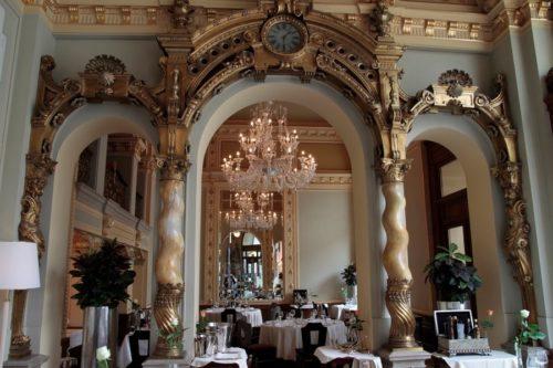 Salon restaurant inside